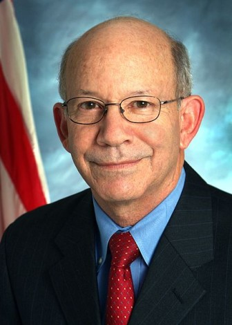 428px-Peter_DeFazio,_official_Congressional_photo_portrait_2008
