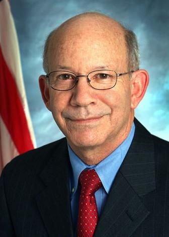 428px-Peter_DeFazio,_official_Congressional_photo_portrait_2008